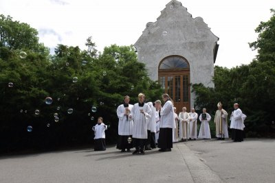 Katedrála sv. Vavřince - jáhenské svěcení Kamila Kozelského aPetra Krohe 17. 6. 2017